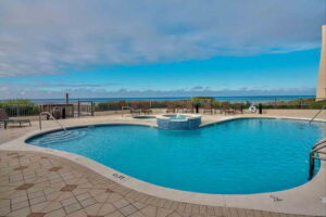 view of the spacious pool and hot tub at Avalon dunes condo